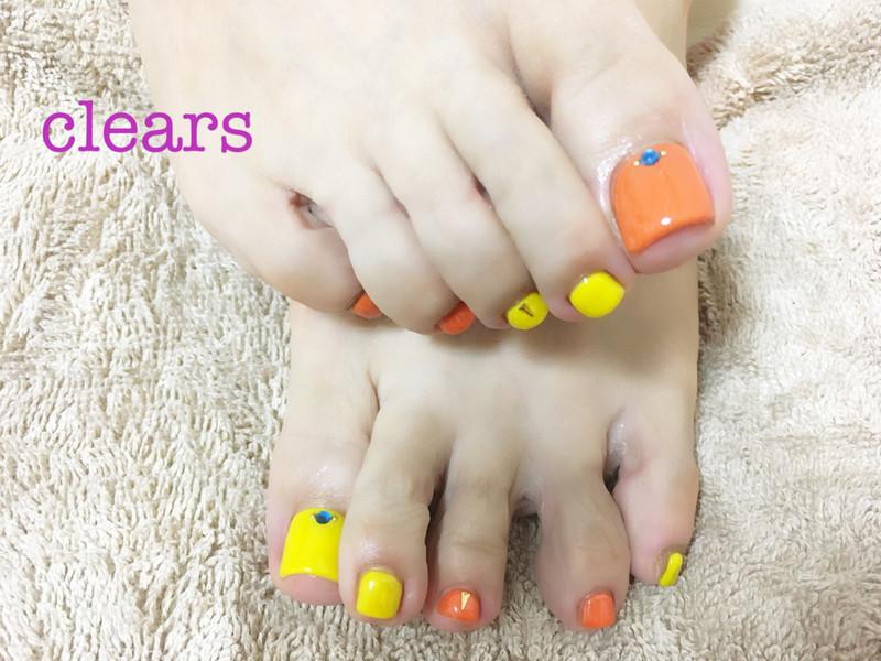 【イエローとオレンジでビタミンカラーフットネイル】